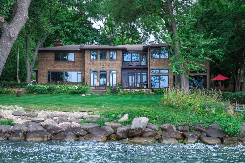 Here are the 10 most expensive single family homes for for Home builders in wisconsin