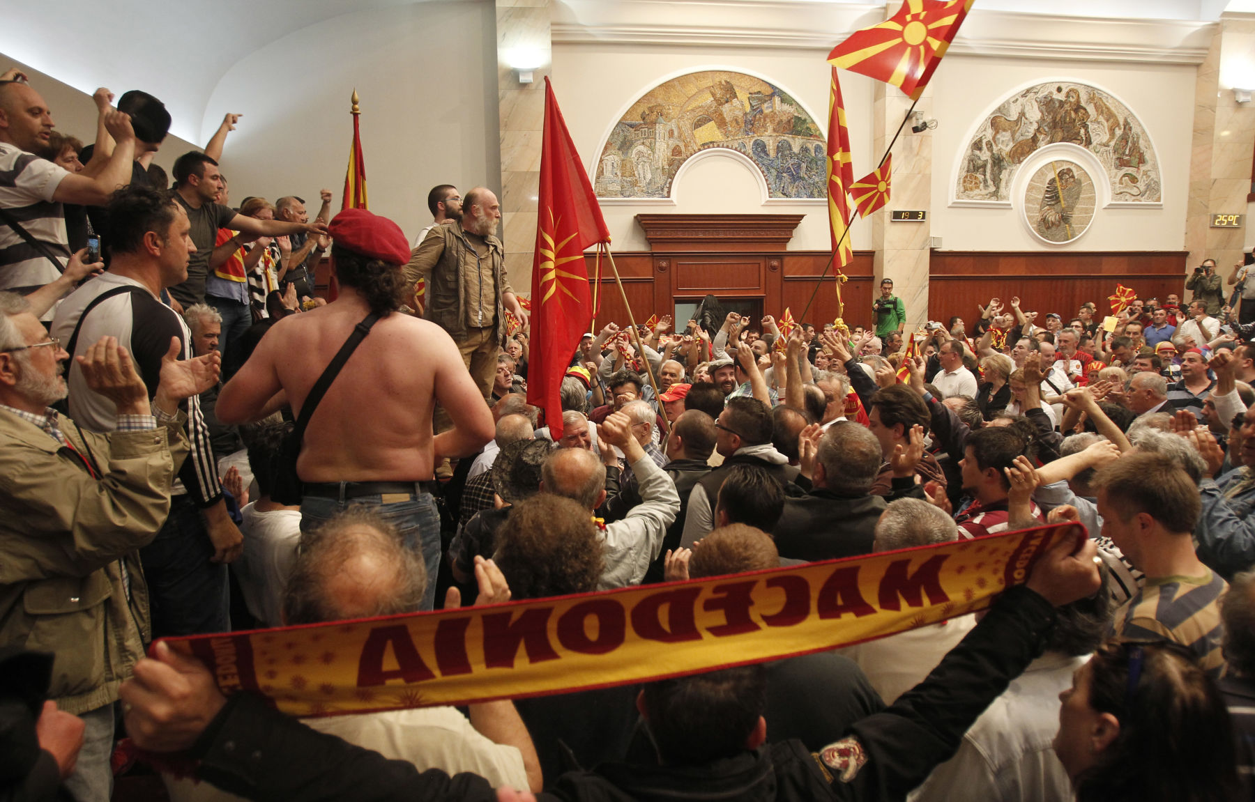 Macedonian crisis erupts in violence