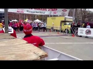 Time-lapse video of 2015 Crazylegs Classic runners' starting line