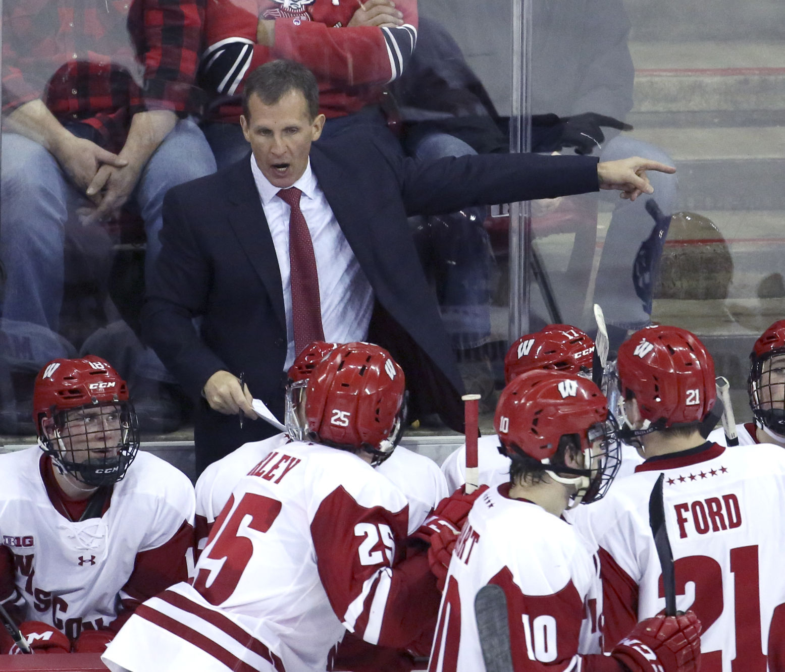 BIG10: Badgers Notes - Wisconsin Takes Practice To Chicago's United Center