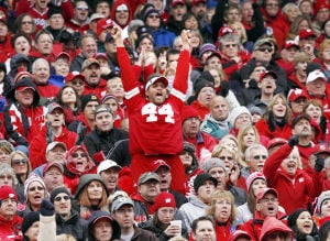 Badgers again get 95 percent renewal for football season tickets