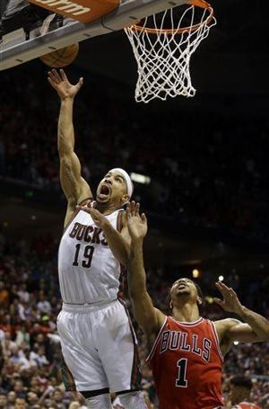 Video: Jerryd Bayless' game-winning layup as Bucks edge Bulls