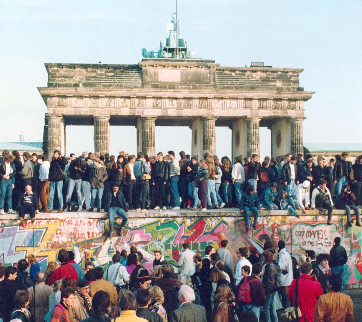 a history of the berlin wall in germany The berlin wall find information about the history and fall of the berlin wall and read about visiting the berlin wall museum for your next vacation.