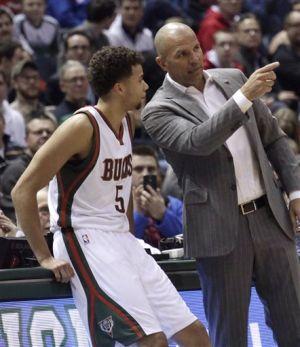 Video: Bucks rout 76ers