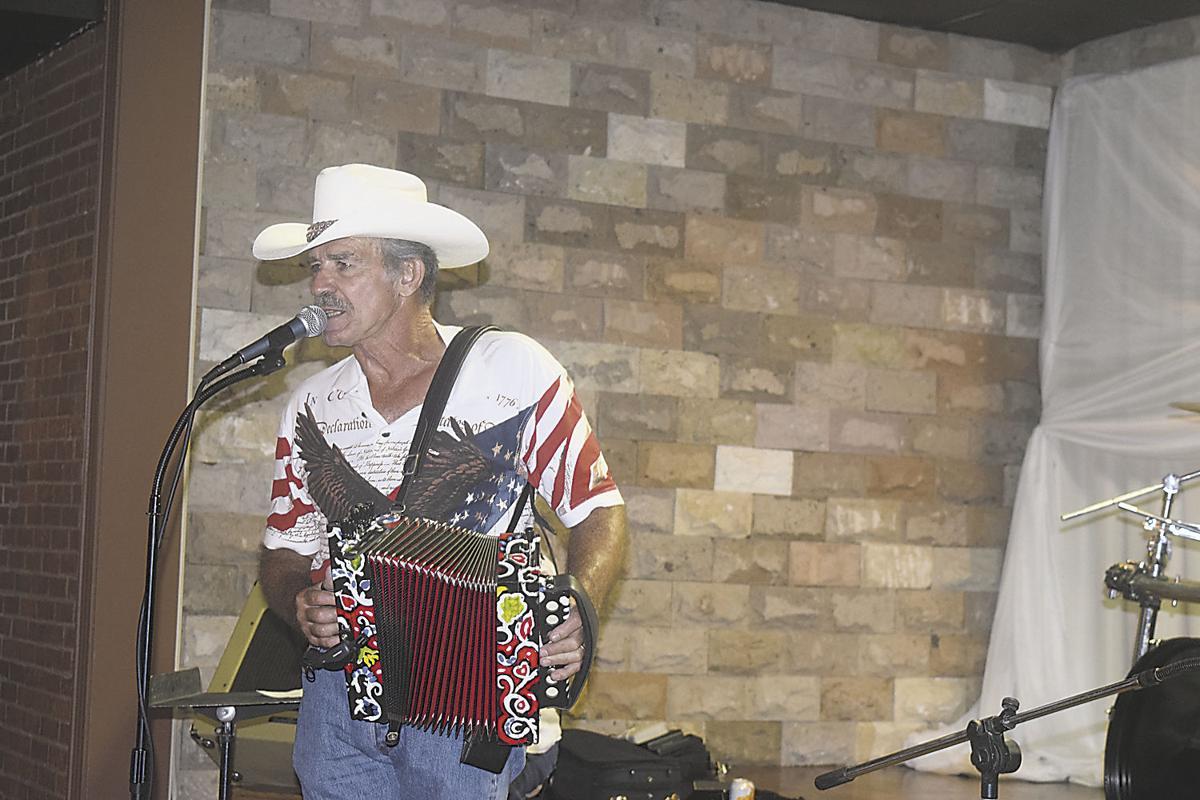 Randols, Lafayette, Louisiana....Real Cajun music, food ...