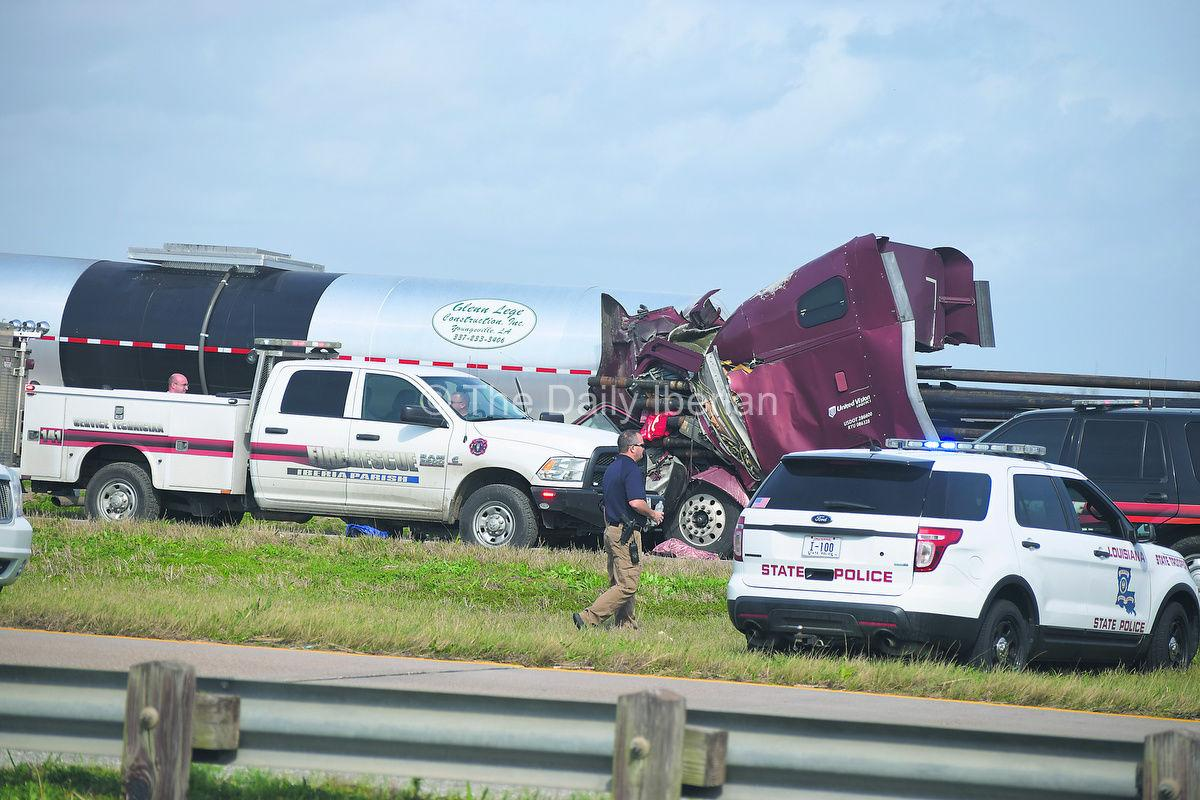 Tractor Trailer Rings : Two tractor trailer rigs collide local news stories