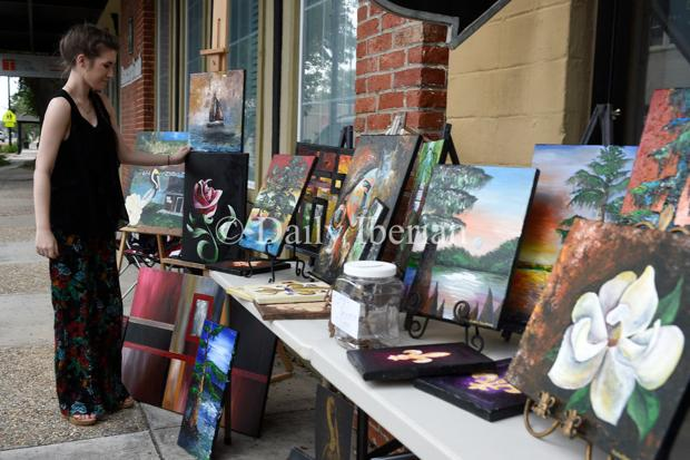 Art impresses many downtown