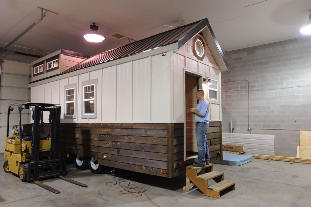 nampa builder finds niche market in small mobile houses