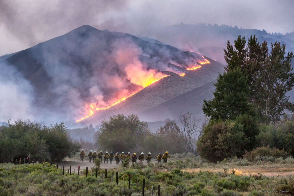 1 600 homes evacuated near sun valley  ketchum as beaver