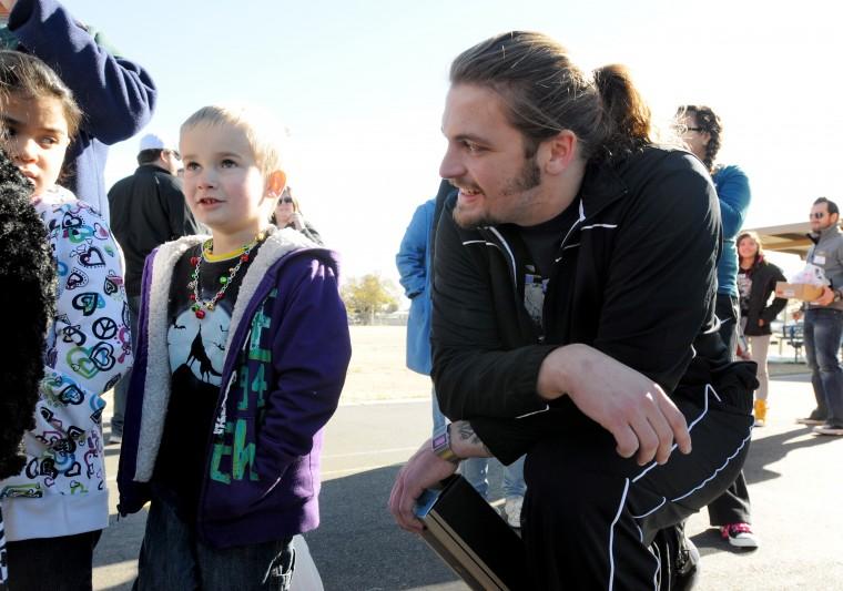Boise State Players Volunteer | Photo Gallery | idahopress.com