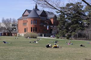 Students enjoy warm weather on Central Campus