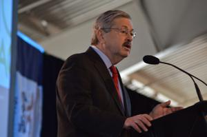Branstad signs laws against texting, drinking while driving