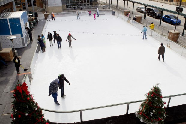 Ice Skaters Brave Frigid Temps To Test Out Lincoln S New