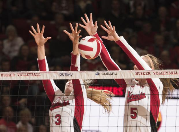 Volleyball: Huskers race past Illinois
