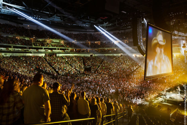 Photos Lawrence Anderson Captures Pinnacle Bank Arena
