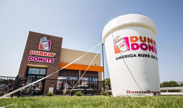 Dunkin 39 Donuts Opens To Big Crowds Local