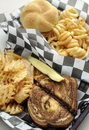 Review: Bubba's serves tasty fare anytime in Strang