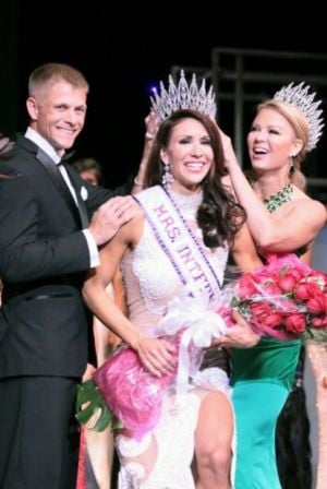 Lincoln woman crowned Mrs. International
