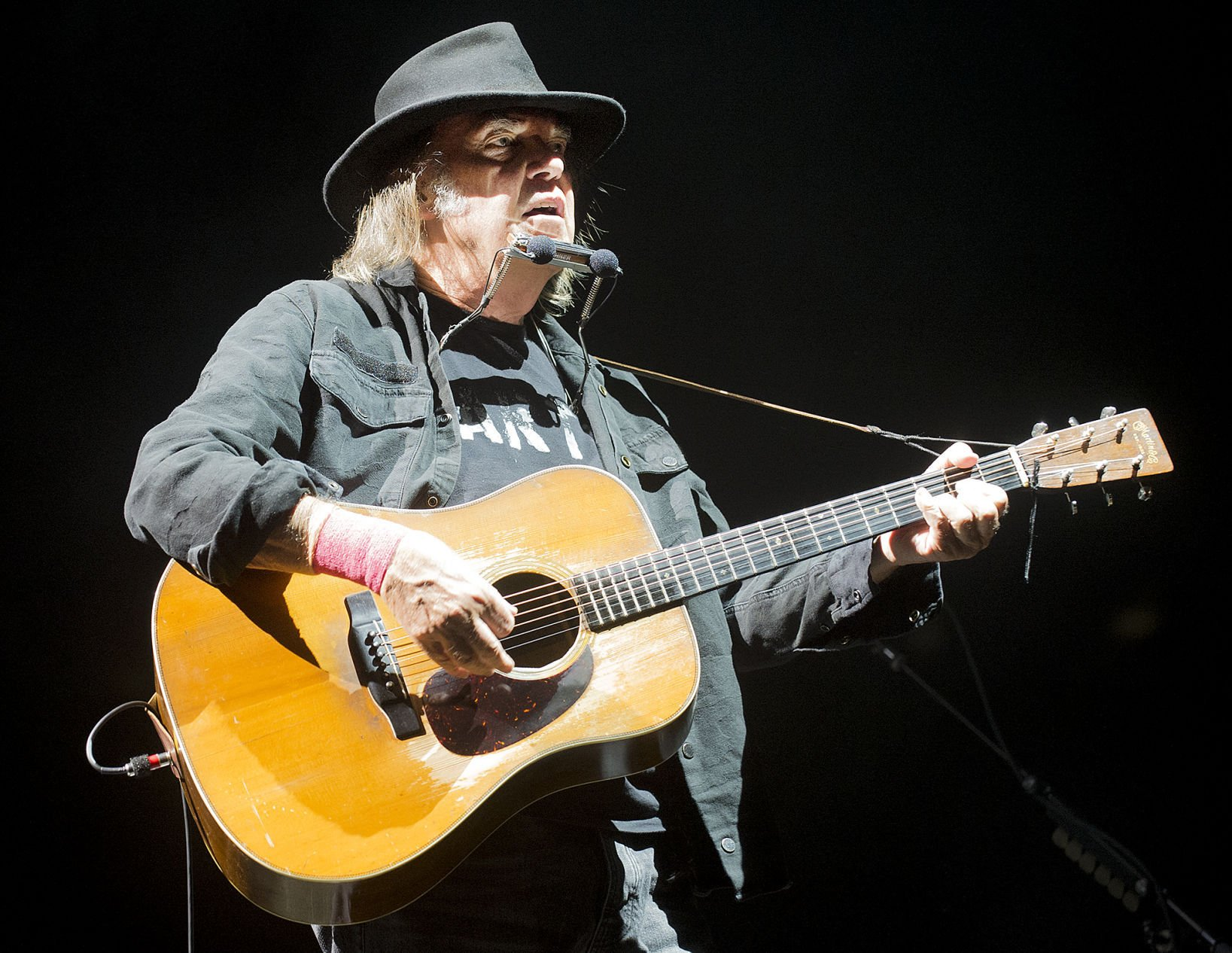 neil young age 69 still showing liberals how to protest while rocking in the free world. Black Bedroom Furniture Sets. Home Design Ideas