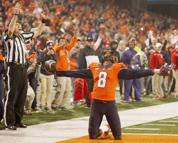 Illini stun Huskers with last-second touchdown