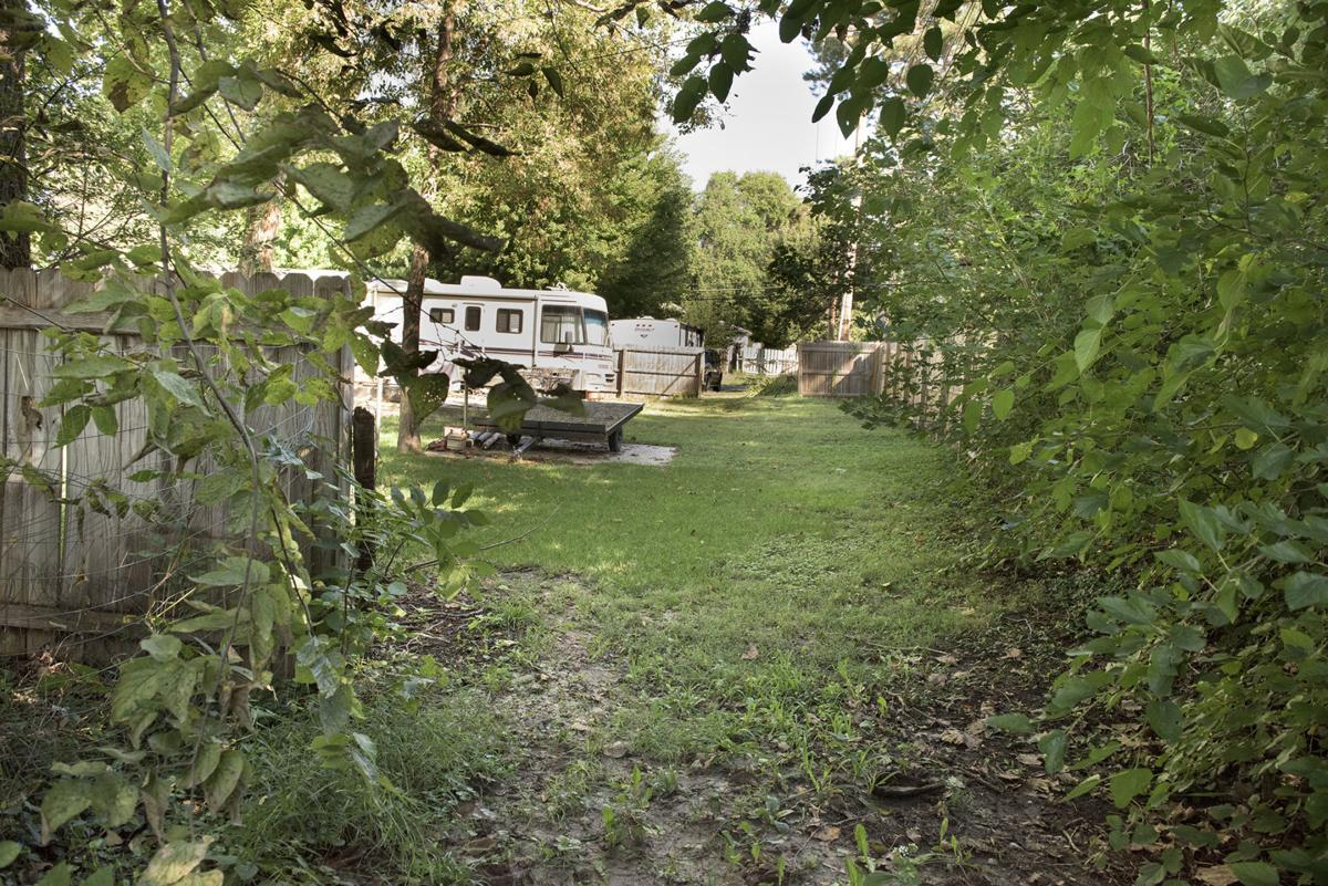 Neighbors At Odds Over Fence Alley Local Journalstar Com