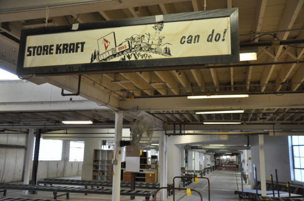 Store kraft opens doors to public for auction nebraska for Lamp and lighting warehouse lincoln ne