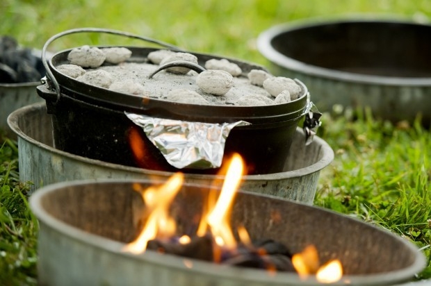 Great Dutch Oven Recipes Here it is - my dutch oven cook book with lots of dutch oven recipes. Everything from chicken recipes to dessert recipes for you to have a go at on your next camping trip.