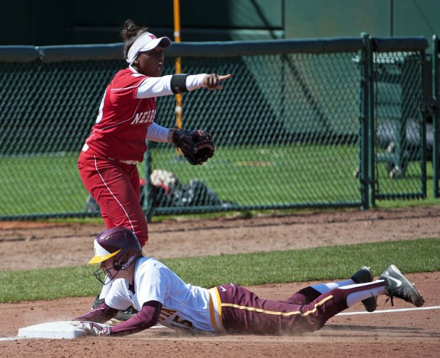 Softball: Minnesota gets timely hits, downs Nebraska