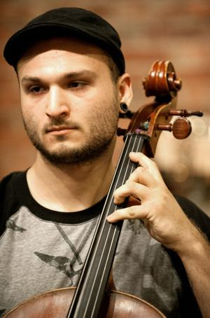 Young cellist hopes to fill Lincoln venues with new music