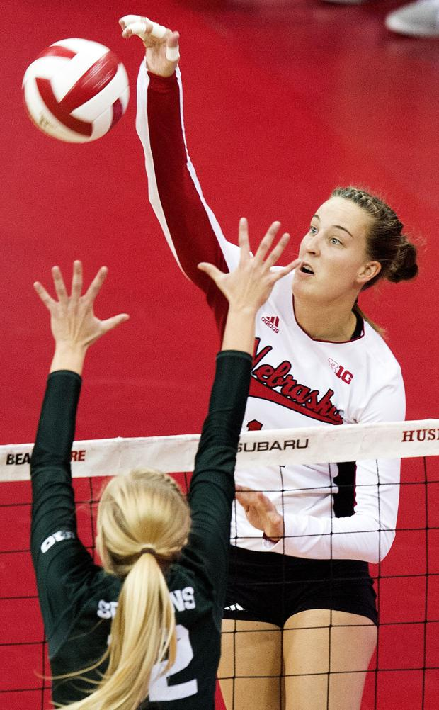 Volleyball: Huskers battle back from first-set loss to beat Spartans