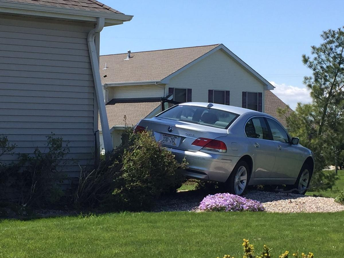 Car hits house off sunnyslope drive local news for House hits 88
