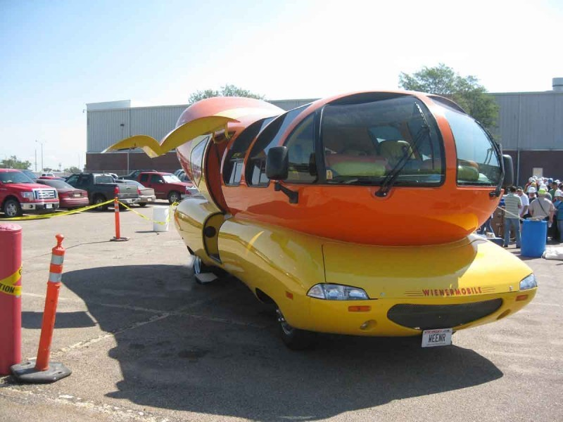 wienermobile makes first stop in lex in two years local. Black Bedroom Furniture Sets. Home Design Ideas