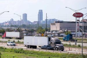 Plan would let 18-year-olds drive big rigs across state lines