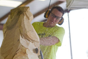 Chainsaw artist comes to Jeffers Bend