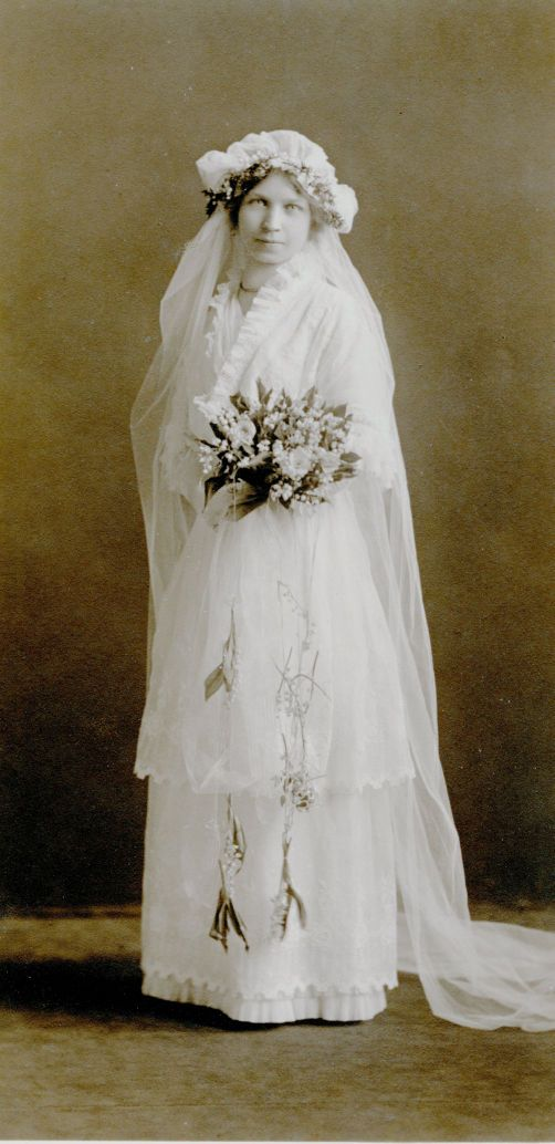 Things that matter 1914 wedding dress local for Wedding dresses la crosse wi