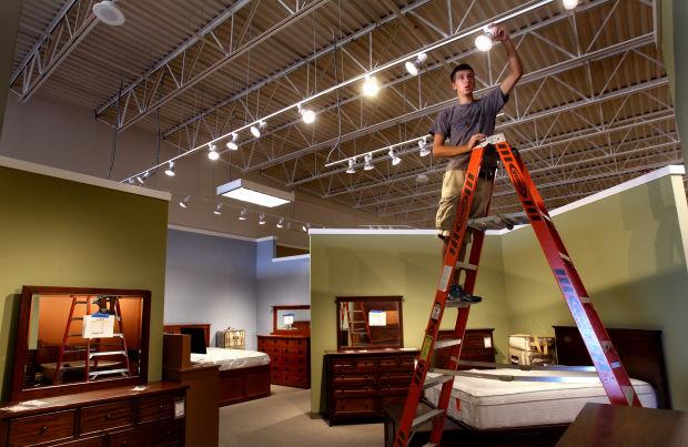 Hom furniture opens saturday in onalaska for Hom furniture inc