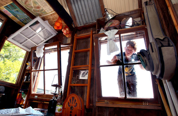 Artist Plies Mississippi In Shantyboat To Net Historical