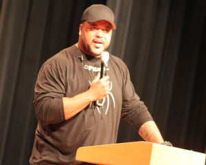 Former Packers star urges against bullying