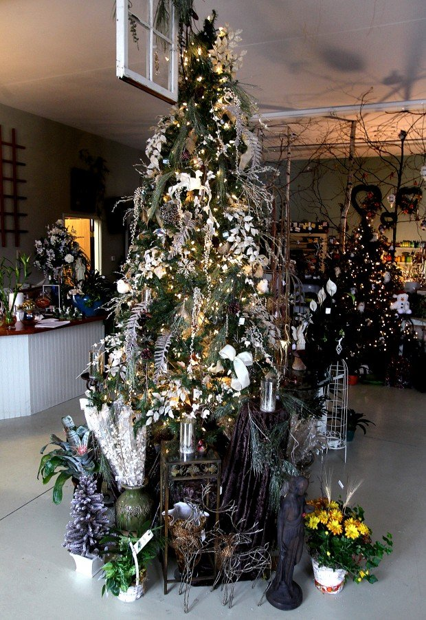 Cottage Garden Christmas' offers crafts for sale, free ideas