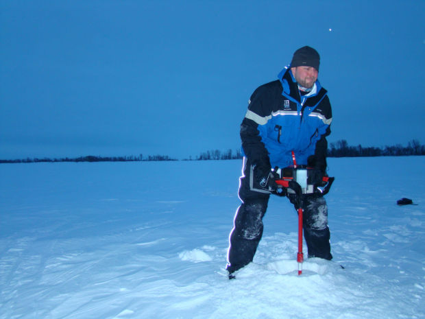 Chasing big greenbacks on lake winnipeg with biologist for Lake winnipeg ice fishing