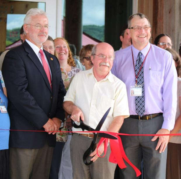 Ribbon-cutting event held at new La Farge Medical Clinic-VMH