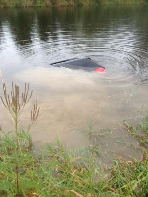 Monroe County deputy rescues woman in submerged vehicle