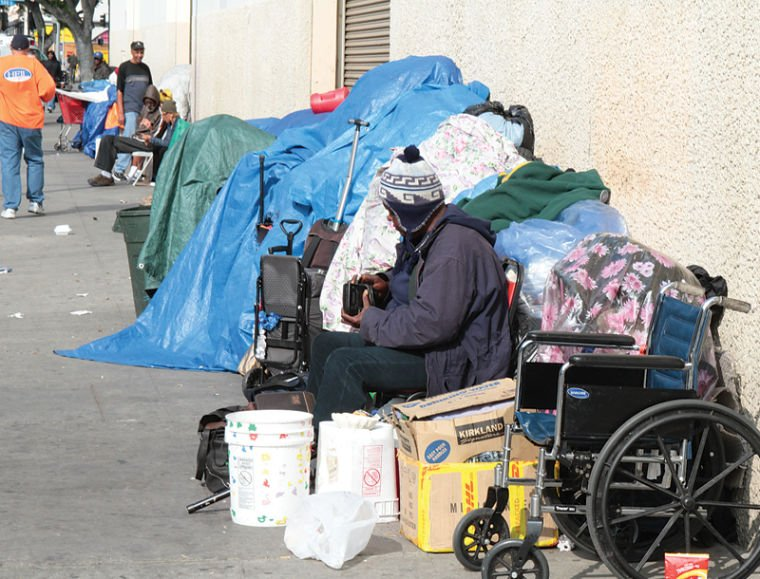DOWNTOWN LOS ANGELES - Amid worsening homelessness in the region, Los Angeles City Attorney Mike Feuer has announced a new program that offers to clear homeless people's criminal records of minor charges, such as citations for jaywalking or public urination, if they agree to community service and dr…