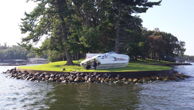 Boat Crashes Into Stevens Point After Bar Close Lakeexpo