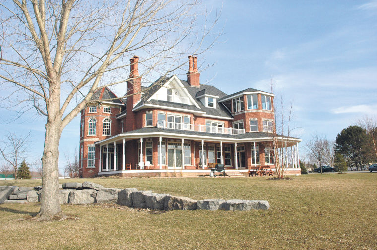 Homes Work Continues On Large Victorian Style Appleton