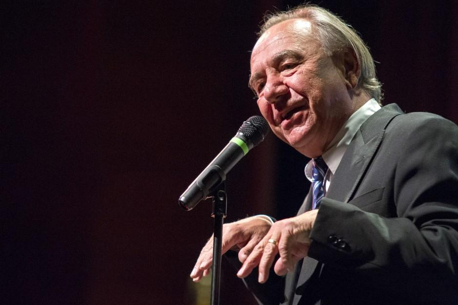 Will Durst aims humorous jabs at left, right and center during Leadership Forum