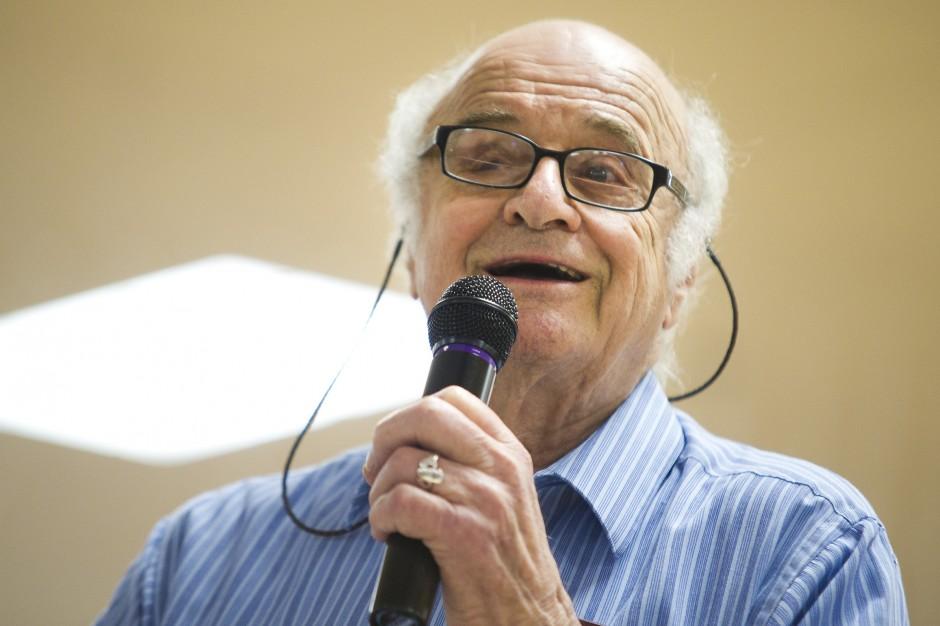 WWII veteran Paul Fairbrook recounts decoding German documents