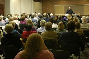 Best-selling author talks about his book to Lodi crowd