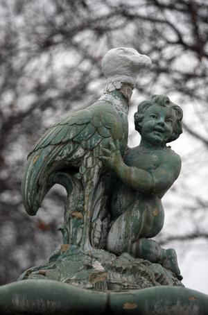 Mysterious artist replaces missing head of bird fountain at Legion Park