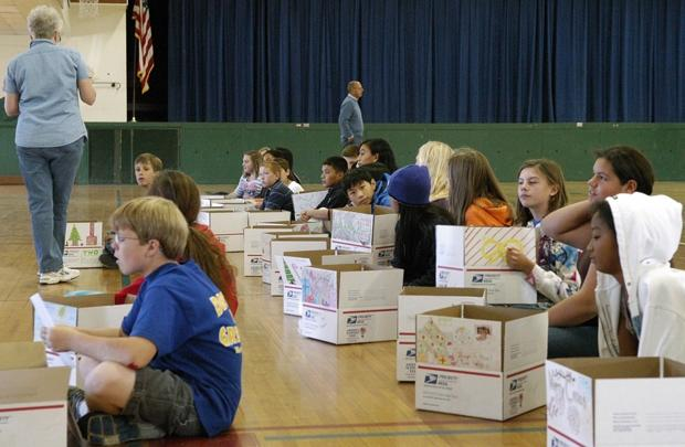 Lodi students send thank-you messages and treats to troops stationed overseas